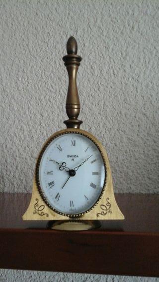 Reloj despertador de bronce, antiguo. Swiza 8