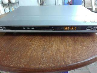 DVD con TDT y entrada USB.