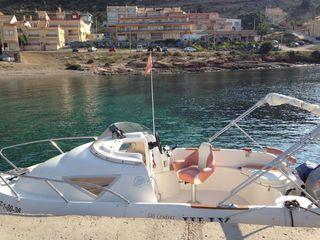 Barco en puerto de Mazarrón