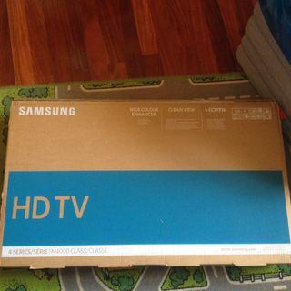 "Televisor HD TV Samsung 4 series, M4000 Class, 32"""