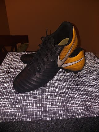 botas de futbol nike tiempo