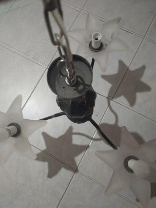lámpara de techo en buen estado
