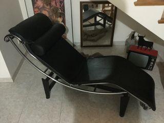 2 Chaise Longue LE CORBUSIER LC4