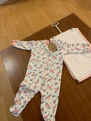 NEW Bodysuit and blanket 3-6months