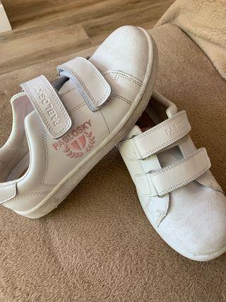 1b286e9bbfe Zapatillas para niño de segunda mano en Las Rozas de Madrid en WALLAPOP