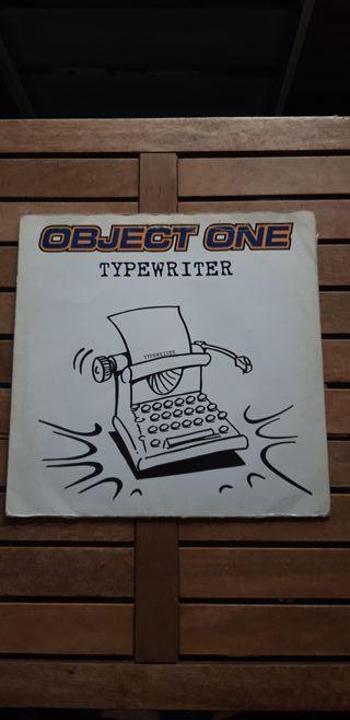 OBJECT ONE - typewritter / la máquina de escribir