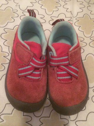 Zapatillas montaña Decathlon rosa.Talla 21.