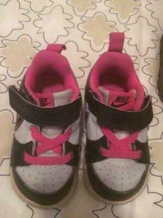 Zapatillas Nike.Talla 19,5 Europa