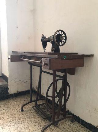 Máquina de coser antiguisima todo original