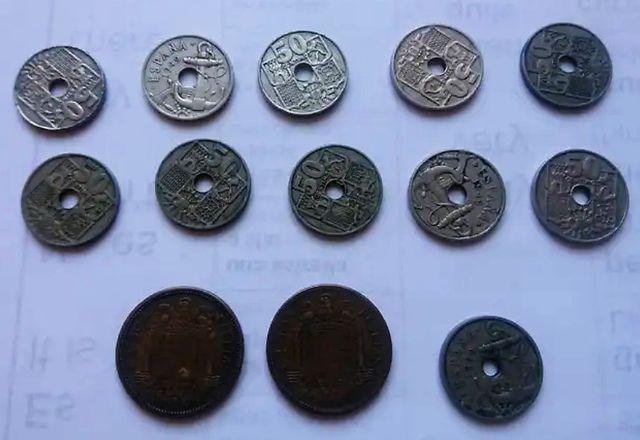 Monedas de 50 centimos y 2,5 pesetas