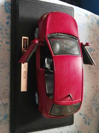 Miniatura,SEAT IBIZA,marca Burago.