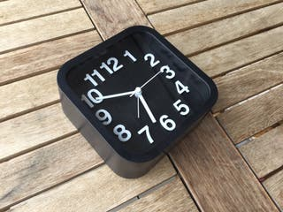 Reloj nuevo con alarma