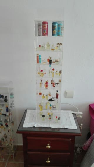 doble vitrina con colección de perfume