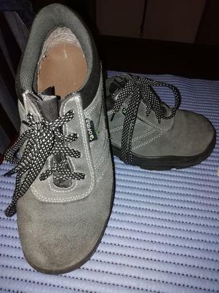 f3df6982 Zapatos de seguridad de segunda mano en Barcelona en WALLAPOP