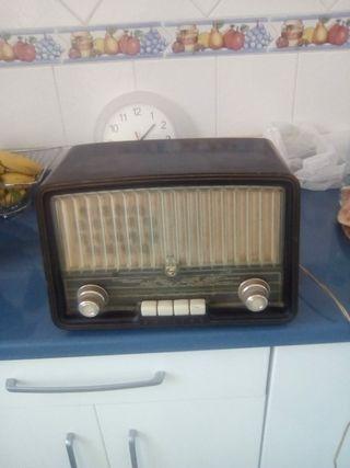 radio antigua de válvulas