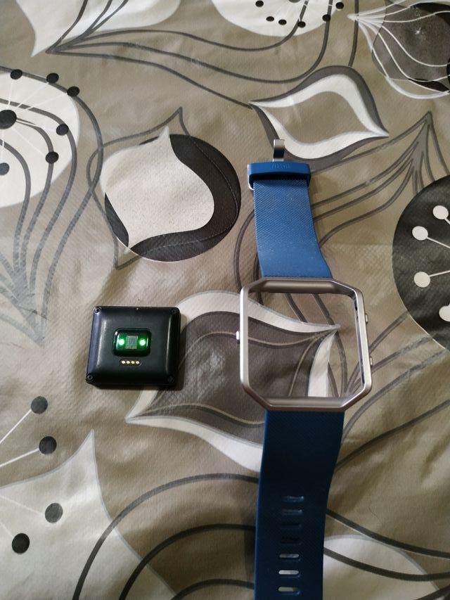 reloj smarwhach marca Fitbit el tope de gama