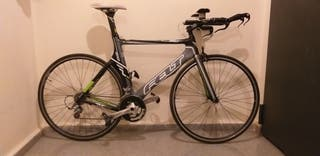 Bicicleta felt B12 de triatlon