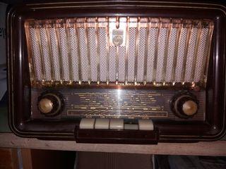 Radio antigua Philips a valvulas