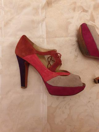 zapatos de tacón de piel