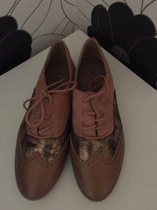 Zapatos muy bonitos nuevos