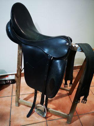 "silla / montura inglesa de doma 17""."
