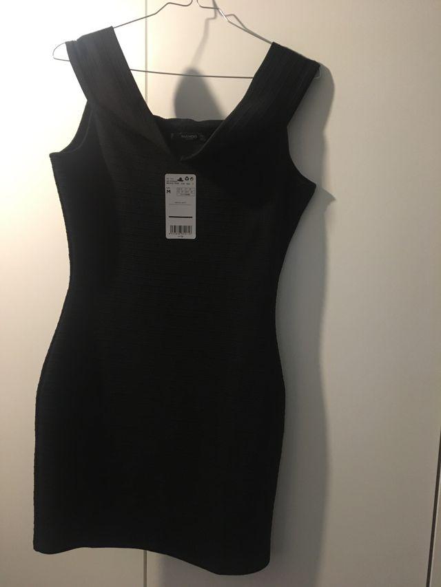 estilos frescos buena venta vende Vestido negro Zara corto entallado. de segunda mano por 15 ...