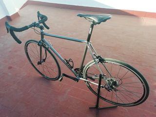 Bici antigua de carretera zeleris restaurada