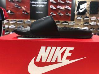 Chanclas Nike mujer negras