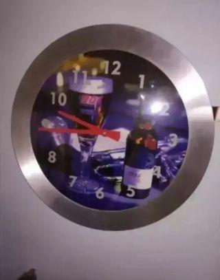 vendo,reloj grande para bares, es de anuncios