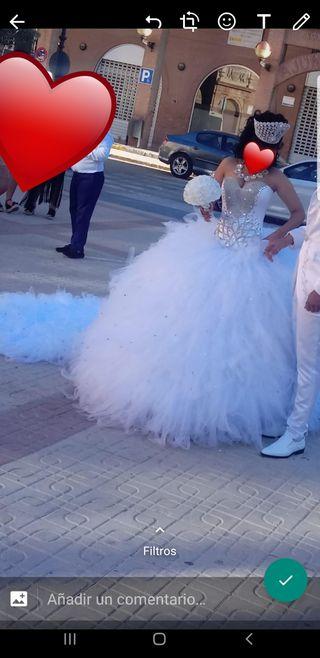 vestido de nobia y de 2° con corona y zapatos