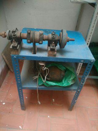 Maquina de afilar con motor.