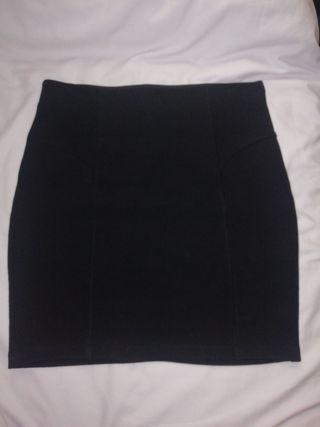 a0808b09a Falda negra tubo de segunda mano en la provincia de Zaragoza en WALLAPOP