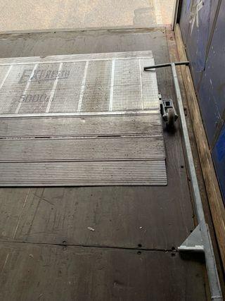 Rampa manual para el muelle de carga
