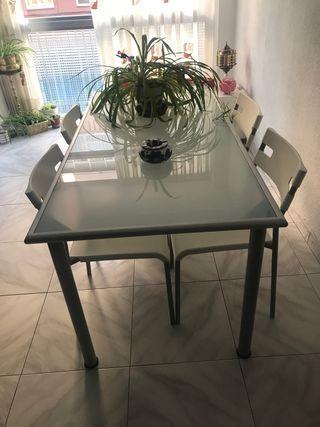 Mesas y silla