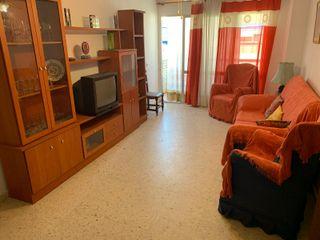 ¡OPORTUNIDAD! Gran piso en Caleta de Vélez