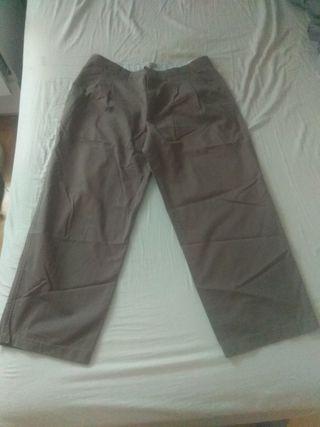 Pantalón hombre tipo chino con pinzas, talla 46