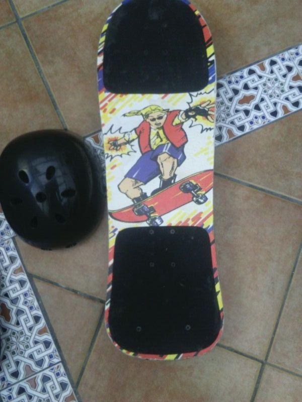 skate con casco y bolsa de transporte