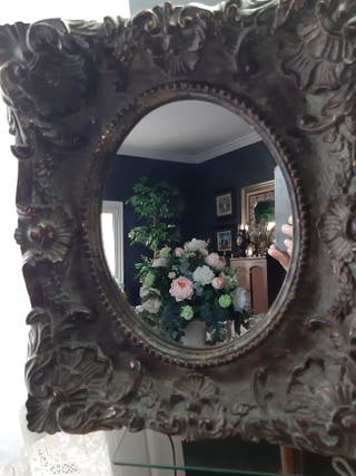 Antiguo Rococó recargado en colores brillantes de madera espejo de tocador en Soporte