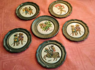 6 platos pequeños de peltre