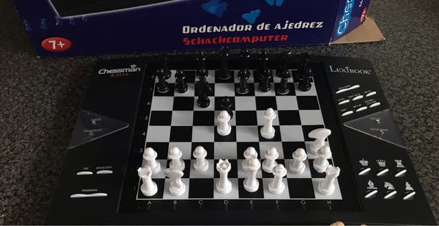 Electronic chessboard 1-2 player.