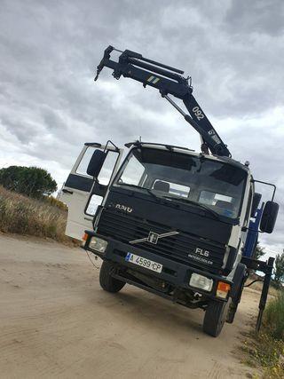 Volvo fl6 con grua 97