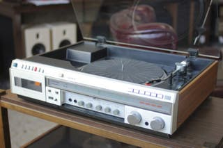 Equipo de música SONY. Tocadiscos amplificador