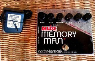 Electro-Harmonix Memory Man Deluxe + Cargador