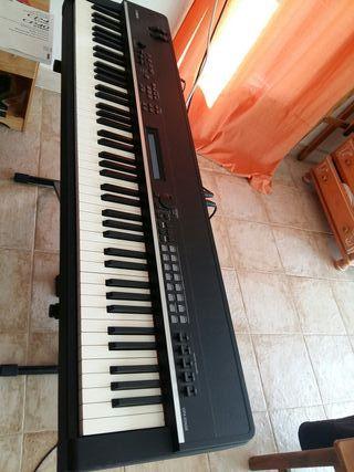 Piano yamaha CP4