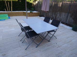 Mesa plegable y sillas jardín