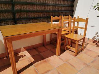 mesa comedor con sobre vidrio y 4 sillas