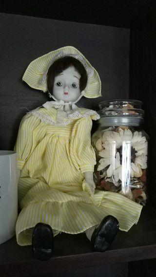 muñeca de porcelana que da yuyu