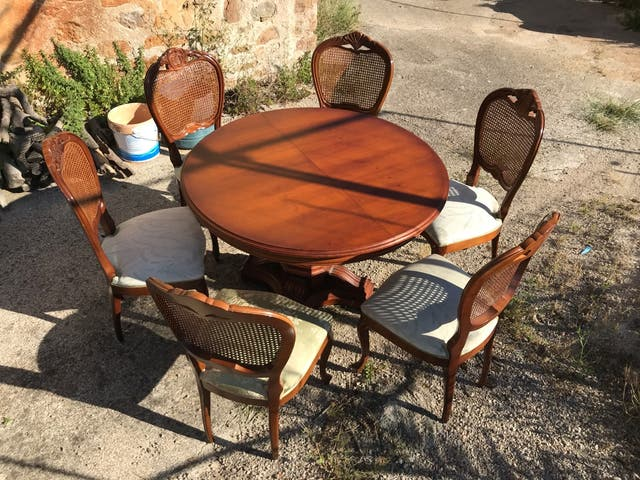 Conjunto de mesa 6 sillas y 1 butaca