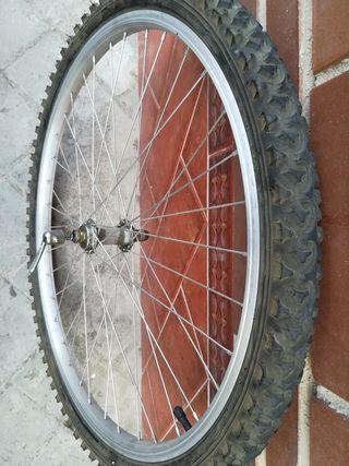 Rueda Delantera. neumático semi nuevo!!