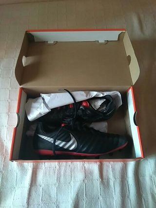 """Botas de fútbol Nike """"Tiempo""""."""
